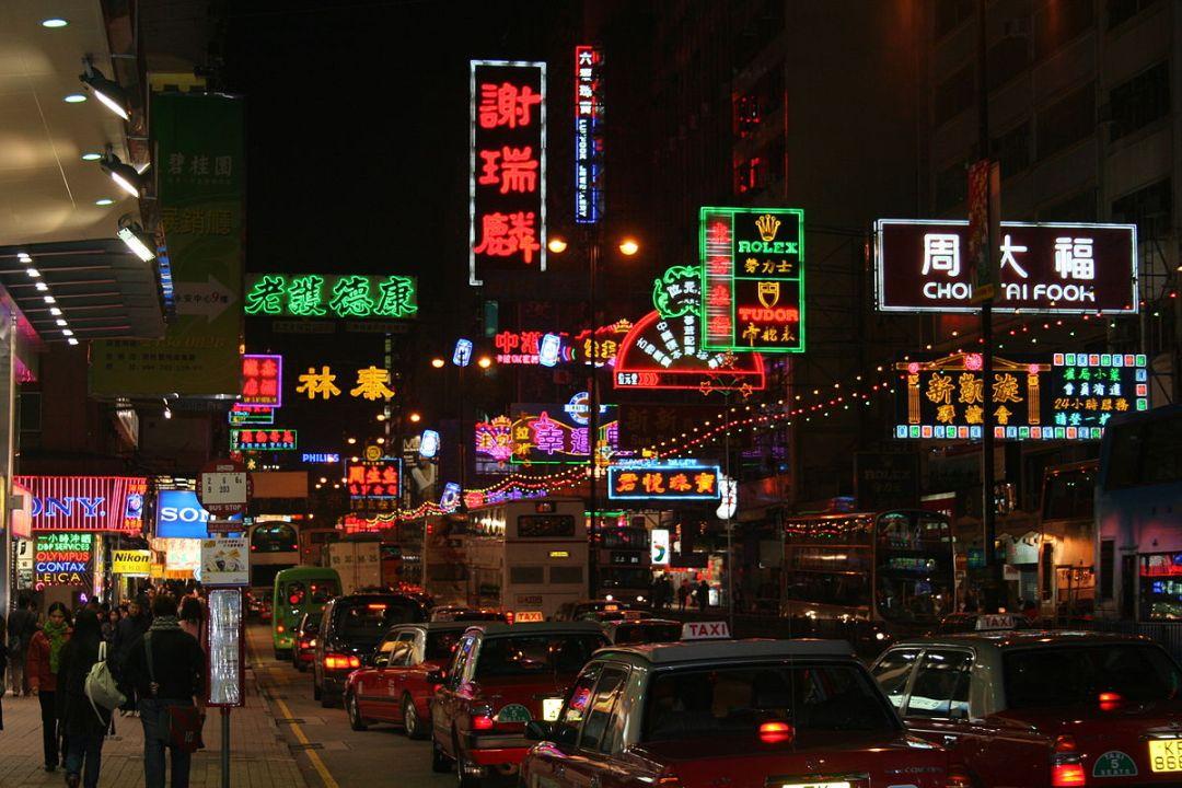 1200px-Kowloon_Nathan_Road_2007