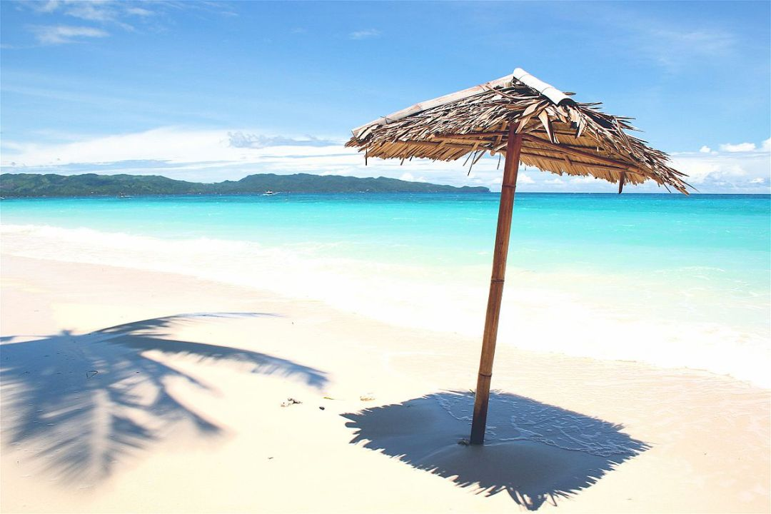 Boracay_White_Beach_in_day_(985286231)