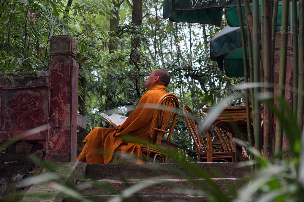 Leshan_China_Buddhist-Monk-01